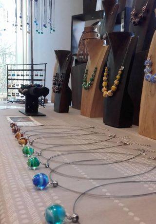 atelier rose poivre marie corrieu normandie seine maritime dieppe rouen 76 travail du verre artisanat art bijoux normandy bijoux artisanaux verre chalumeau passion